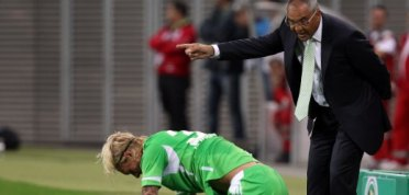 LEIPZIG, GERMANY - JULY 29:  Felix Magath, head coach of Wolfsburg argues with Simon Kjaer of Wolfsburg during the DFB Cup first round match between RB Leipzig and VfL Wolfsburg at the Red Bull Arena on July 29, 2011 in Leipzig, Germany.  (Photo by Martin Rose/Bongarts/Getty Images)